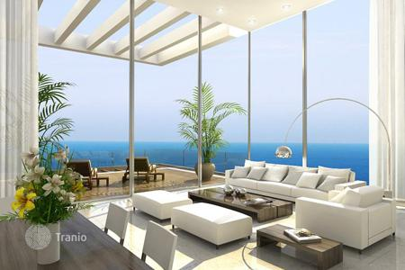 4 bedroom apartments by the sea for sale in Israel. Apartment with balcony and sea view, in Netanya, Israel