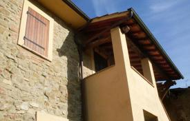 4 bedroom houses for sale in Umbria. Spacious cottage near Perugia, Todi and Trasimeno