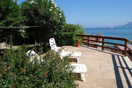 Residential for sale in Portoferraio. Located in one of the most scenic areas and characteristics with a sea view on the Tuscan coast