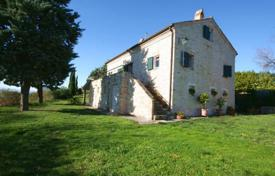 Residential for sale in Marche. Four-bedroom house with a sea view, a garden and an annex building in Fermo, Italy