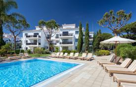 Apartments with pools for sale in Faro. Respectable real estate in the south of Portugal, suites, villas and townhouses in a modern residential complex