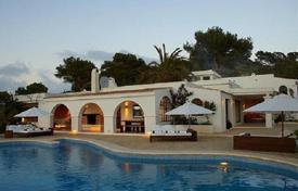 Villas and houses for rent with swimming pools in Es Cubells. Villa with a big garden, playground, pool, overlooking the sea and the town of Es Cubells in a quiet, prestigious area of Ibiza, Spain