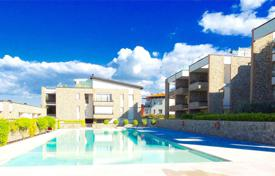 Apartments for sale in Desenzano del Garda. Four rooms apartment in a residence with pool, Desenzano del Garda