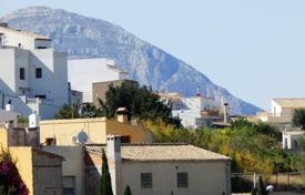 Cheap 4 bedroom apartments for sale in Benitachell. 4 bedroom apartment with balcony and views of the mountain and the sea in the center of Benitachell