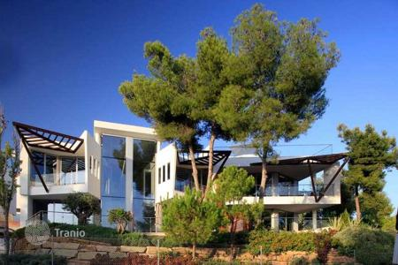 2 bedroom houses for sale in Marbella. Contemporary 2-bed semi-detached villa