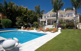 Luxury houses for sale in Puerto Banús. Villa for sale in Marbella — Puerto Banus