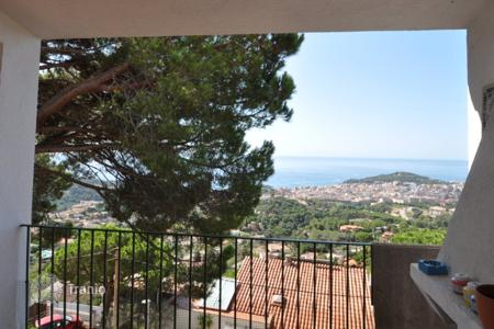 Cheap 4 bedroom houses for sale in Catalonia. Villa - Lloret de Mar, Catalonia, Spain