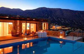3 bedroom villas and houses by the sea to rent in Elounda. Villa – Elounda, Crete, Greece