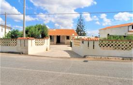 Complex of three villas with a 2300 m² garden, a garage and a volleyball field near the sea, Ispica, Sicily, Italy for 520,000 €