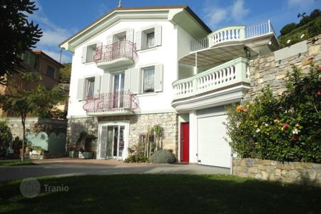 4 bedroom houses by the sea for sale in Italy. Villa in Ospedaletti, Italy