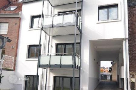 3 bedroom apartments for sale in North Rhine-Westphalia. Maisonette apartment with a terrace in the historic district of Düsseldorf