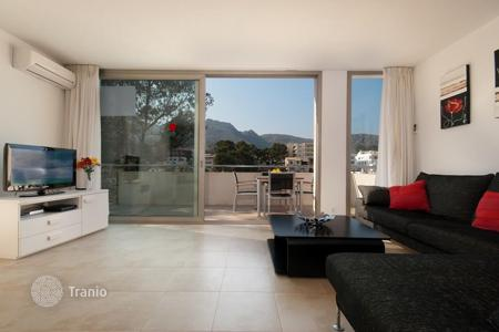 Apartments with pools for sale in Majorca (Mallorca). Furnished apartment with panoramic views, at 100 meters from the beach, in a prestigious district, Pollensa, Spain. High rental potential!