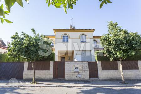 Foreclosed 3 bedroom houses for sale in Andalusia. Villa – Sevilla, Andalusia, Spain