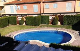 Townhouses for sale in Costa Dorada. A spacious townhouse in Cambrils