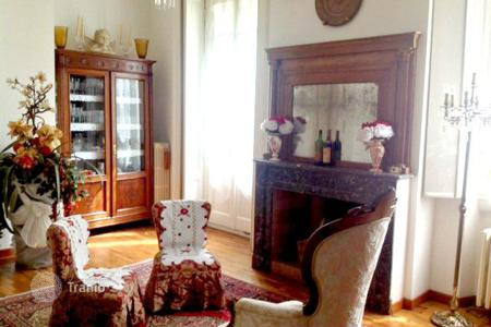 Commercial property for sale in Milan. Boutique hotel with garden, spa and hamam in the center of Milan