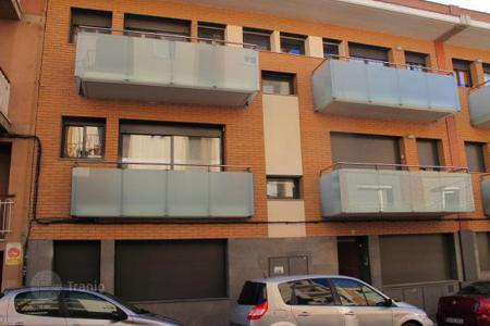 Bank repossessions terraced houses in Catalonia. Terraced house – Sant Vicenç de Castellet, Catalonia, Spain