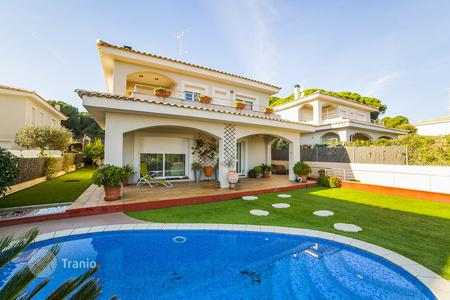 Houses with pools for sale in Barcelona. Villa – Sant Pol de Mar, Catalonia, Spain