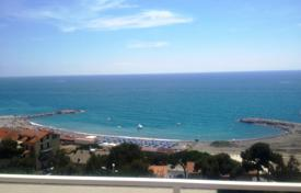 Panoramic penthhouse with sea view for 1,100,000 €