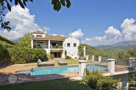 4 bedroom villas and houses by the sea to rent in Marbella. Villa Milagro, El Madronal, Marbella