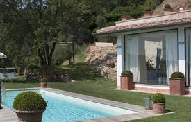 Villas and houses for rent with swimming pools in San Donato In Collina. Il Lonchio