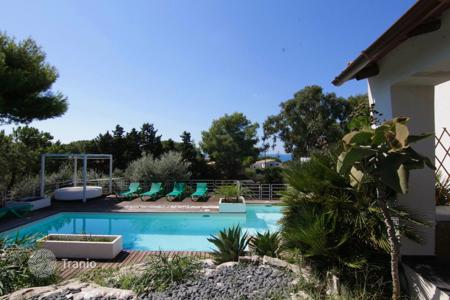 Coastal houses for sale in Sicily. Stylish two-floor villa with a garden and a swimming pool at 300 m from the sea in Costa Bianca del Plemmirio, Syracuse, Sicily, Italy