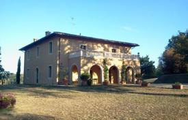 5 bedroom houses for sale in Tuscany. Castle – Siena, Tuscany, Italy