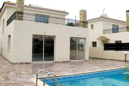 3 bedroom houses for sale in Chloraka. Cozy villa with landscaped garden Paphos, Cyprus