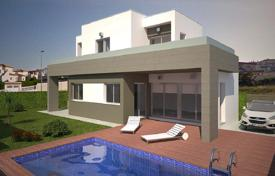 Houses with pools by the sea for sale in Spain. Modern villa in Torrevieja