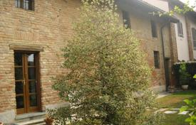 Residential for sale in Pavia. Lovely FARMHOUSE with old brick wall — 18th century