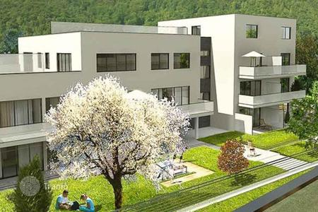 Cheap 1 bedroom apartments for sale in Steiermark. Cozy one bedroom apartment with a terrace in a residential park with developed infrastructure near the lake and the park in Gösting, Graz