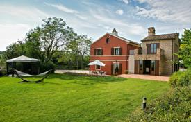 Luxury houses with pools for sale in Marche. EXCLUSIVE COUNTRYHOUSE FOR SALE IN LE MARCHE WITH SEA VIEW