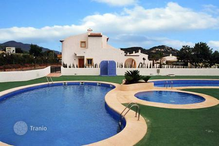 Cheap townhouses for sale in Valencia. Semi-detached villa near the beach in Calpe