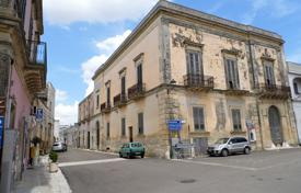 Apartments for sale in Apulia. Palace in 1760 in the historical center, facing the central square