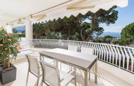 2 bedroom apartments for sale in Côte d'Azur (French Riviera). Sea view apartment, in a high-end residence with gardens, the Promenade de la Croisette, Cannes, France