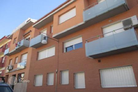 Cheap 3 bedroom apartments for sale in Catalonia. Cozy duplex in good condition in the city Palafolls, Spain