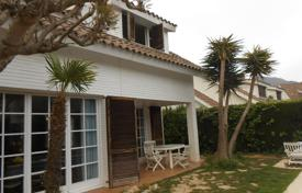 Coastal houses for sale in Costa del Maresme. House for sale in Cabrils, in the center