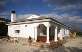 Cheap 3 bedroom houses for sale in Castille La Mancha. Villa – Caudete, Castille La Mancha, Spain