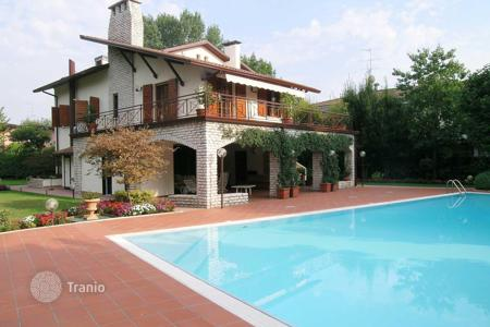 Luxury property for sale in Veneto. Villa – Garda, Veneto, Italy