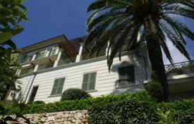 Residential for sale in Roquebrune — Cap Martin. Three-storey villa with a pool, a veranda and a garden, with panoramic sea views, Roquebrune — Cap Martin, France