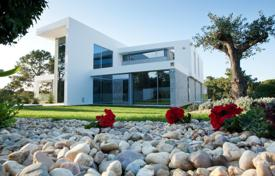 Luxury 5 bedroom houses for sale in Portugal. Lake Villa in Quinta do Lago, Portugal
