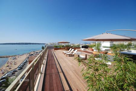 Penthouses for sale in Côte d'Azur (French Riviera). Penthouse – Cannes, Côte d'Azur (French Riviera), France