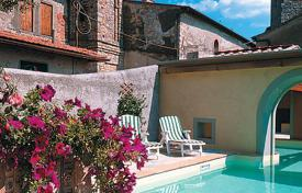 Villas and houses for rent with swimming pools in Rignano sull'Arno. Castello di Volognano