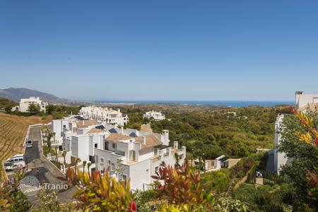 Cheap 2 bedroom apartments for sale in Marbella. Apartment for sale in La Mairena, Marbella East