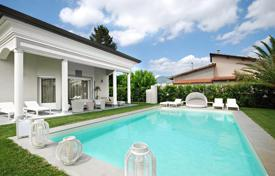 Luxury houses for sale in Lucca. Exclusive villa with pool, garden and a large lounge area in Marina di Pietrasanta, Tuscany, Italy