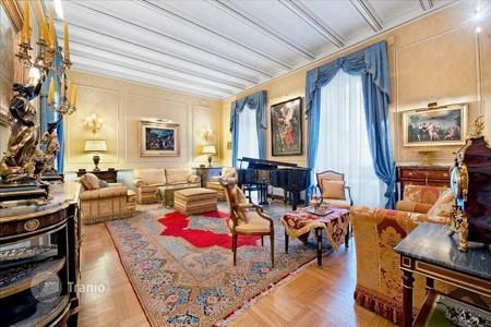 Luxury property for sale in Lazio. Stunning apartment with private terrace in central Rome