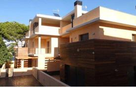 4 bedroom houses by the sea for sale in Costa Dorada. Villa – Torredembarra, Catalonia, Spain
