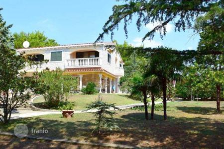 Luxury houses for sale in Sibenik-Knin. Villa first line Šibenik