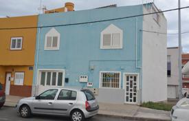 Cheap property for sale in Gran Canaria. Family house in Pozo Izquierdo