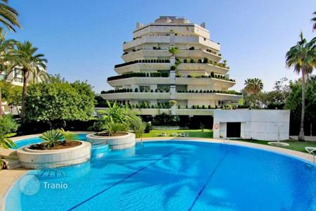 Luxury 5 bedroom apartments for sale in Spain. Large duplex penthouse close to the beach in Marbella centre