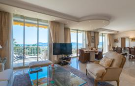 Luxury 2 bedroom apartments for sale in Côte d'Azur (French Riviera). Comfortable apartment with a sea view, a garage and a terrace, Cannes, France